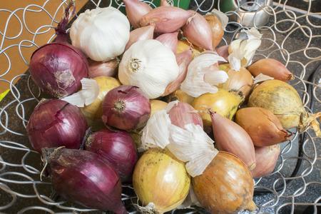 tast: Several onions in open steel basket