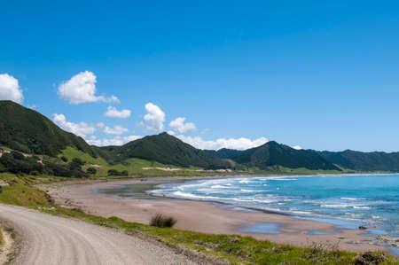 뉴질랜드의 북쪽 섬에 이스트 케이프로드를 따라 멋진 만.