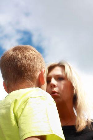 disciplina: Scolfing de madre enojado su sol
