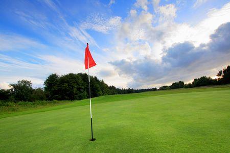 golf drapeau: Parcours de golf avec des nuages incroyables en �cosse