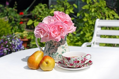 sweet table: Lovey Summer gareden with pink roses and pears on white table