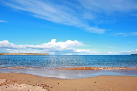 andrews: Beautiful sandy beach with seawaves in St Andrews, Scotland Stock Photo