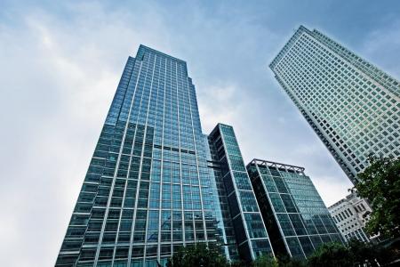 Modern glas silhouetten van wolkenkrabbers in de stad