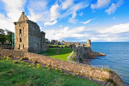 연합 왕국: Ruins of St Andrews Castle, Fife, Scotland, United Kingdom 스톡 사진