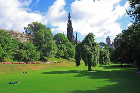 princes street:  Princes Street Gardens on summer day in Edinburgh, Scotland