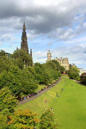 wallace: Edinburgh , The Scotts Monument and Princess Gardens, Scotland Stock Photo