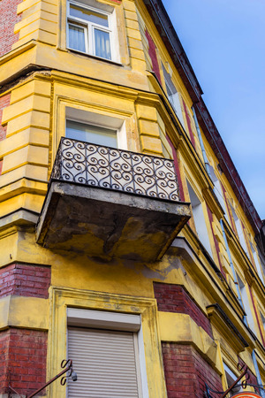 polska: The old, historical tenements at the Old Market Square in Cracow, Poland ( Krakow, Polska)