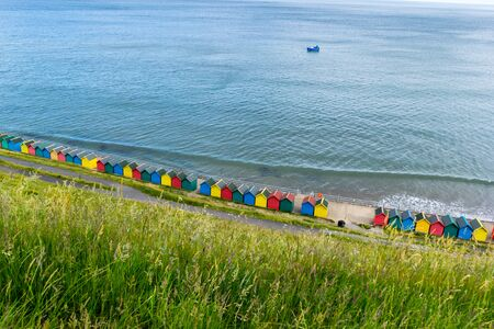 Beautiful view on the sea and beach huts in Whitby, Emgland 写真素材 - 128779371