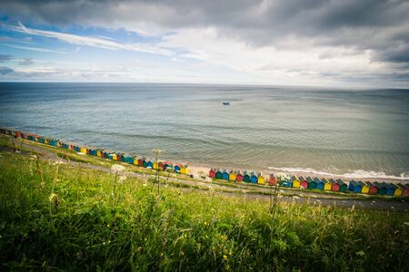 Beautiful view on the sea and beach huts in Whitby, Emgland 写真素材 - 128779370