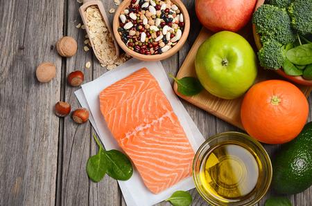 comida rica: Selección de productos que es bueno para el corazón y los vasos sanguíneos.