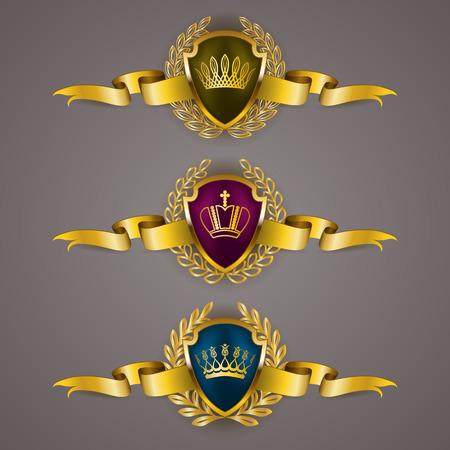 escudo: Conjunto de lujo del vector escudos de oro con coronas de laurel, coronas, cintas. Emblema heráldico Real, iconos, etiqueta, tarjeta de identificación, blasón, monograma para web, diseño de páginas. Ilustración del vector EPS 10.