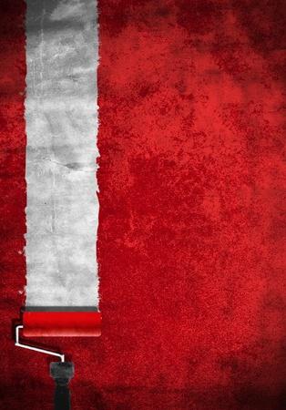 peintre en b�timent: rouleau de peinture avec de la peinture rouge sur un mur blanc Banque d'images