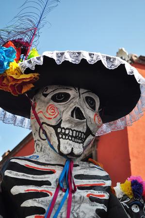 お祝いスケルトン ダイヤ-デ-ロサンゼルス-十字架 - に最適なマリアッチ メキシコ没年