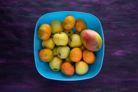 Mandarin Oranges, Apple and Mango Fresh Fruit on Blue Tray. 版權商用圖片