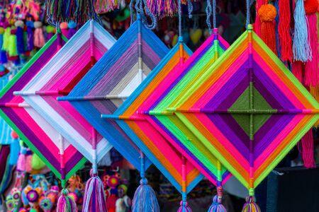 Mandala God Eye Mexican Crafts in Sayulita Mexico, street decoration. Stockfoto