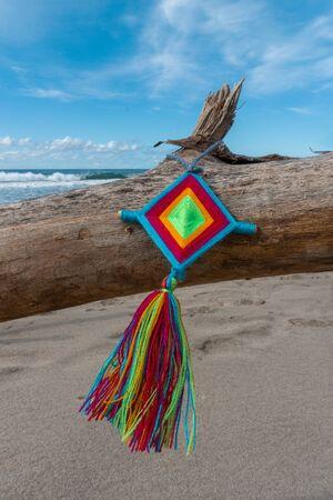 Mandala God Eye Mexican Huichol Crafts in Sayulita Mexico Beach. Stockfoto