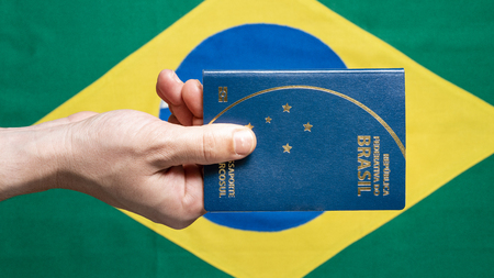 Brazilian Passport on Brazilian flag background - republica federativa do Brasil, mercosul Stockfoto