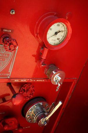 coche de bomberos: Detalles de la vieja rojo cami�n de bomberos  Foto de archivo