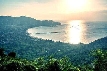 panorama da cidade de Sanya, uma vista da cidade no ponto mais alto, a ilha da Phoenix. Ásia