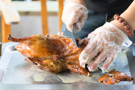 Cook cut up a juicy duck Peking, beautiful, bright and tasty dish that is ready to supply the cook. duck