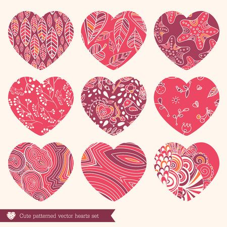 grecas: Una ilustración vectorial de nueve diferentes corazones calados de encaje establecido