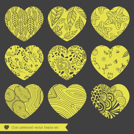 grecas: Una ilustraci�n vectorial de nueve diferentes corazones calados de encaje establecido