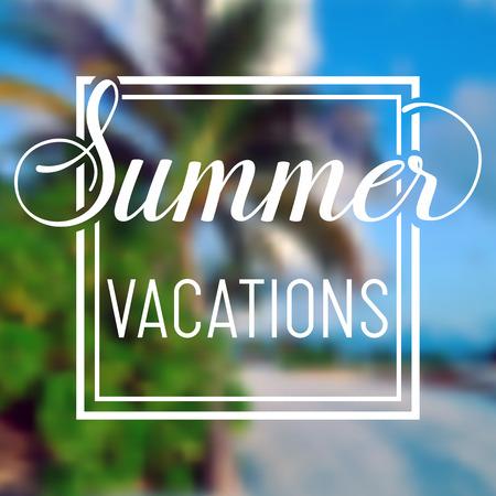 Zomertijd vakanties vage achtergrond met palmen en bush. Minimalistische multifunctionele media achtergrond. Bewerkbaar. Zomervakanties. Vector belettering zomer inspirerende typografie kader poster
