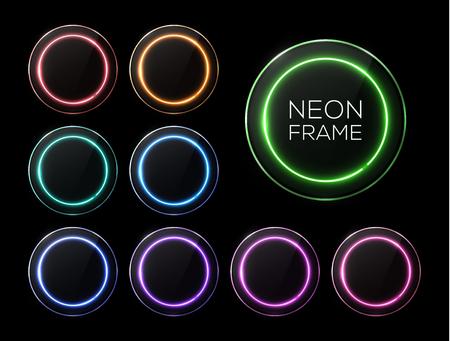 Set di banner luminosi con lampada alogena o led. Cornici colorate cerchio di luce al neon con raccolta di lastre di vetro su sfondo nero. Bordi rotondi di tecnologia elettrica.