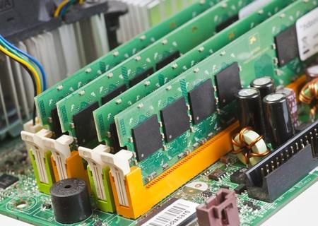 carnero: Las placas de RAM de memoria montado en la placa base de un ordenador