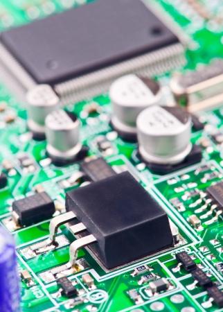 transistor: transistor soldado a bordo de la electr�nica