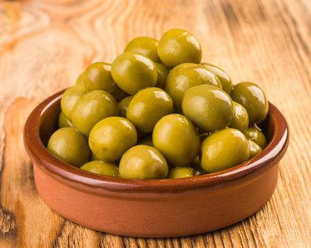 hoja de olivo: aceitunas en pastel de barro clásico
