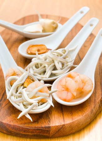 ration: serving of eel and shrimp with fried garlic