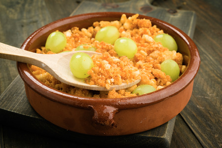 ration: ration shepherd crumbs with fresh grapes, with wood spoon