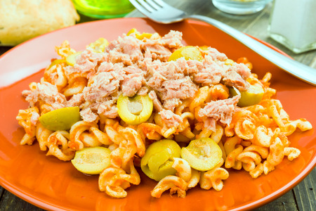 ration: macaroni dish cooked with olives and tuna, in rustic wooden stage