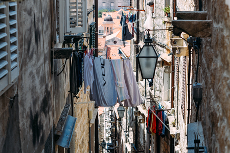 The laundry is dried in the narrow street of the old town of Dubrovnik Standard-Bild