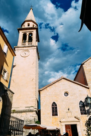 BUDVA, MONTENEGRO - Bell tower of Church of St John the Baptist in Old Town of Budva, Montenegro. Founded in VII c., reconstructed in XII-XX cc. Landmark and symbol of Budva town Standard-Bild