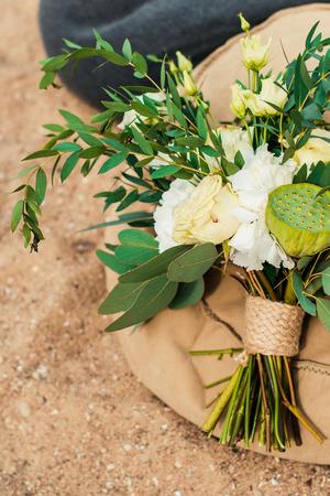 Wedding bouquet lay in the sand. Wedding on the beach Standard-Bild