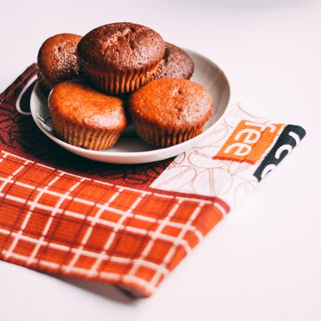Selbst gemachte köstliche Schokoladenmuffinnahaufnahme, horizontale, Draufsicht Standard-Bild - 95393454