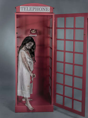 es una chica vestida con ONU camisn nombie ONU tassì de Londres Archivio Fotografico
