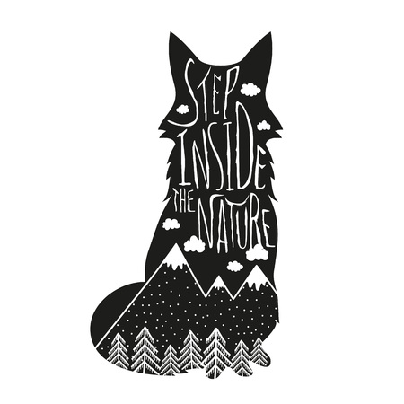 Illustrazione dell'iscrizione disegnata a mano di vettore. Entra nella natura. Poster di tipografia con volpe, montagne, pineta e nuvole. T-shirt design, elementi di arredo per la casa, biglietti di auguri e cartoline