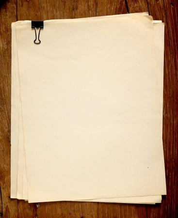 Altes Papier auf Holzuntergrund Standard-Bild - 11390768