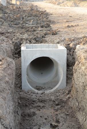 Konkrete Entwässerung Tank auf der Baustelle Standard-Bild - 11648331