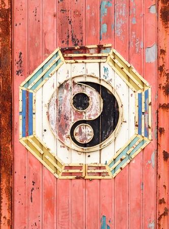 Chinesische Ba Gua auf Metall-Hintergrund Standard-Bild - 12447335