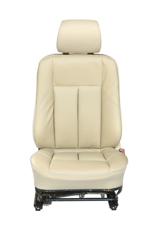 asiento: Asiento de coche aislado sobre fondo blanco