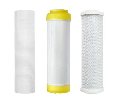 filtración: Cartucho de filtro de agua aisladas sobre fondo blanco