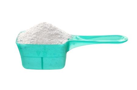 Waschpulver in der Mess-Löffel auf weißem Hintergrund Standard-Bild - 17729037