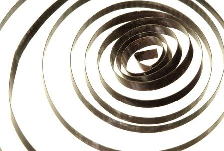 bobina: Muelle helicoidal espiral aislado sobre fondo blanco