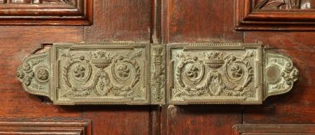 Vintage door lock on old wooden door Stock Photo - 20889588