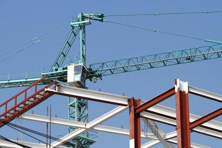 hijsen: Bouwstructuur en takel kraan in aanbouw Stockfoto