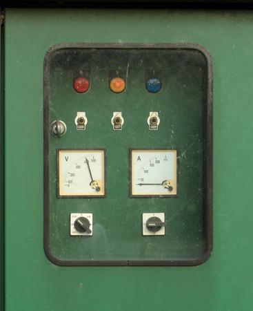 contador electrico: Cuadro eléctrico de control del interruptor en la caja verde